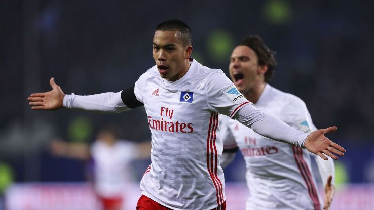 Bobby Wood celebrates after scoring against Schalke.