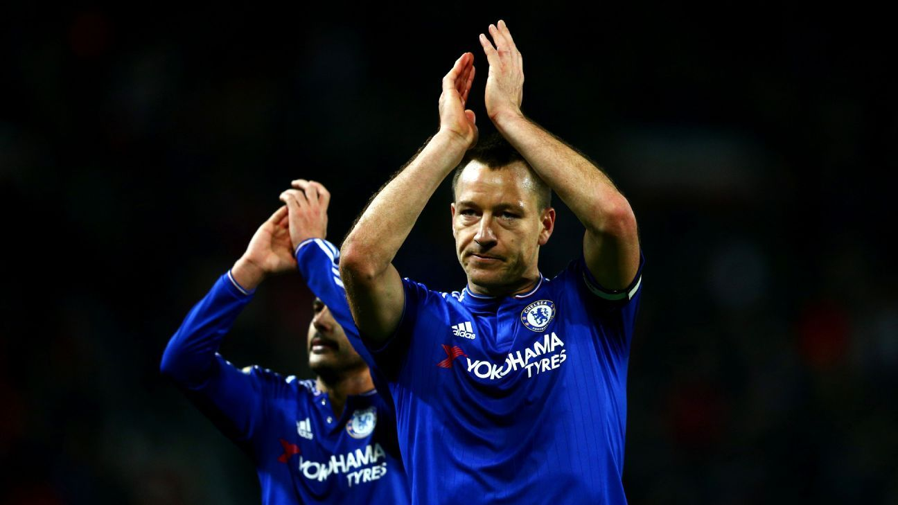 John Terry of Chelsea and Pedro of Chelsea applaud the fans after the Barclays Premier League match between Manchester United and Chelsea at Old Trafford on December 28, 2015 in Manchester, England. (Photo by Clive Mason/Getty Images)