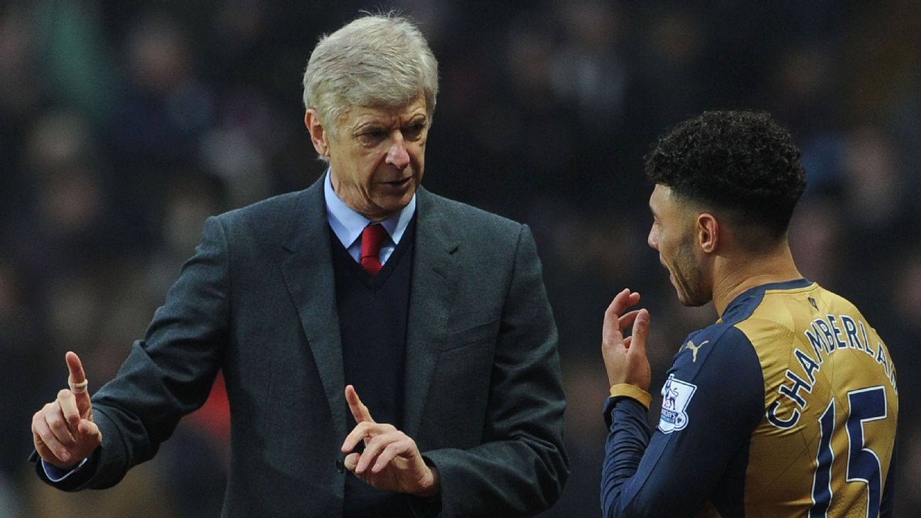 Arsene Wenger and Alex Oxlade-Chamberlain