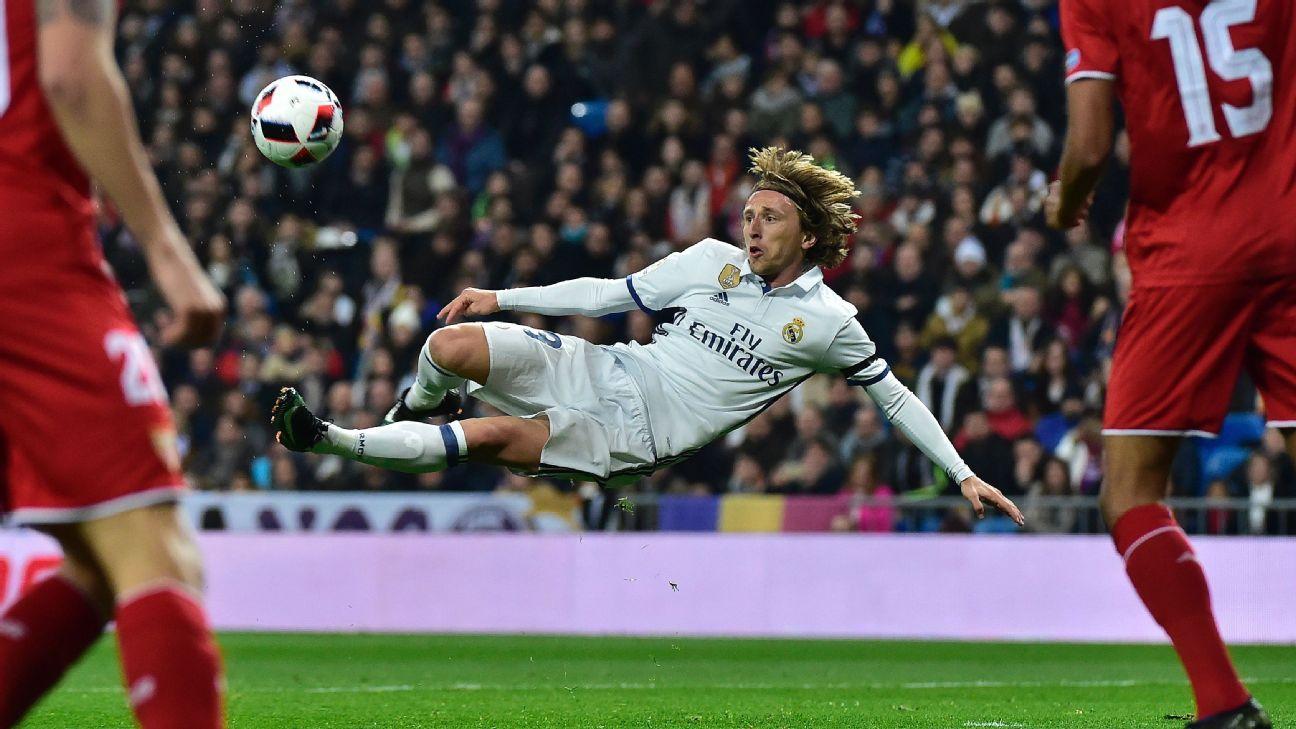Modric scissor kick vs Sevilla 170104