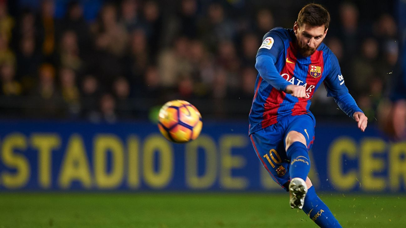 Lionel Messi's free kick gave Barcelona a last-gasp draw on Sunday.