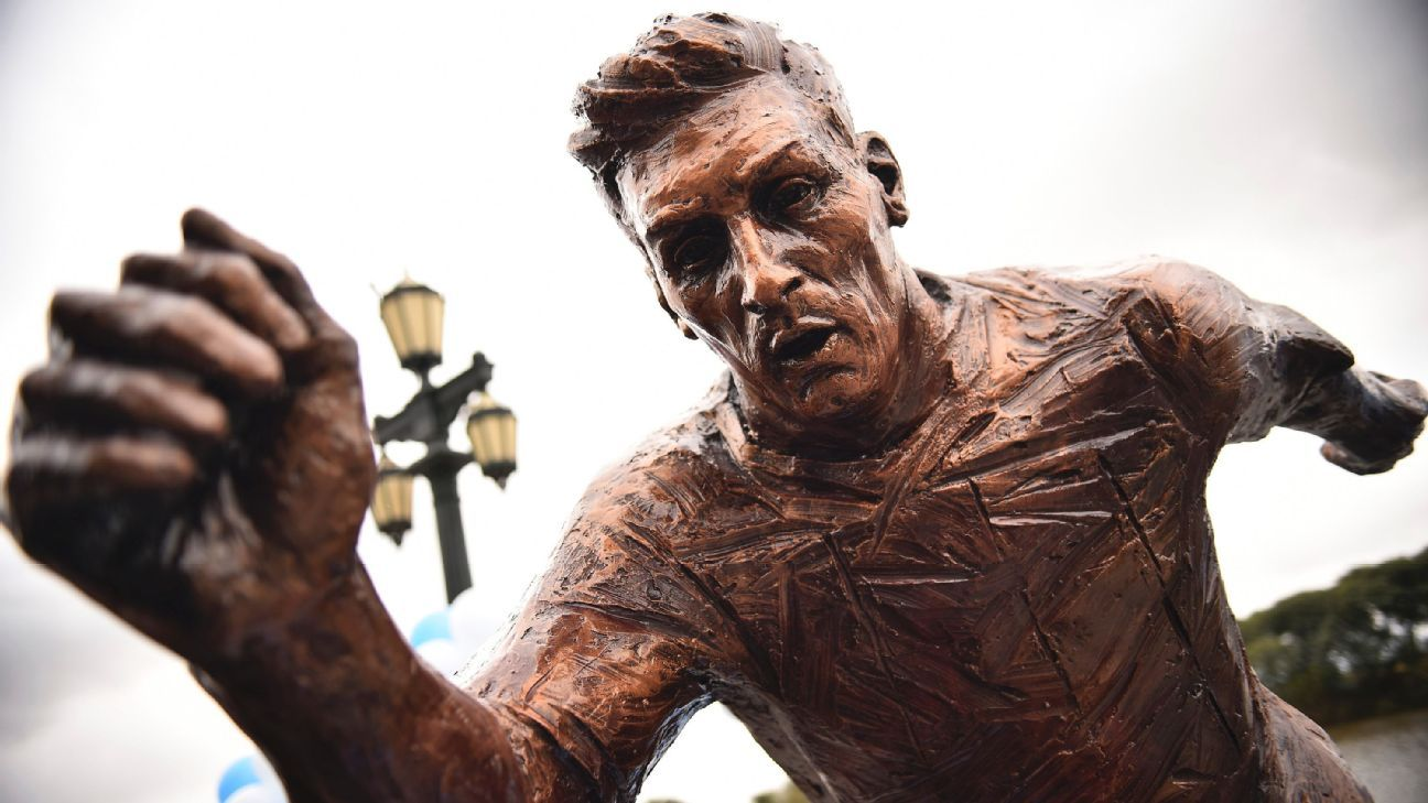 Messi statue