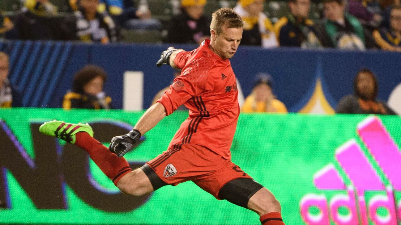 Andrew Dykstra signs for SKC