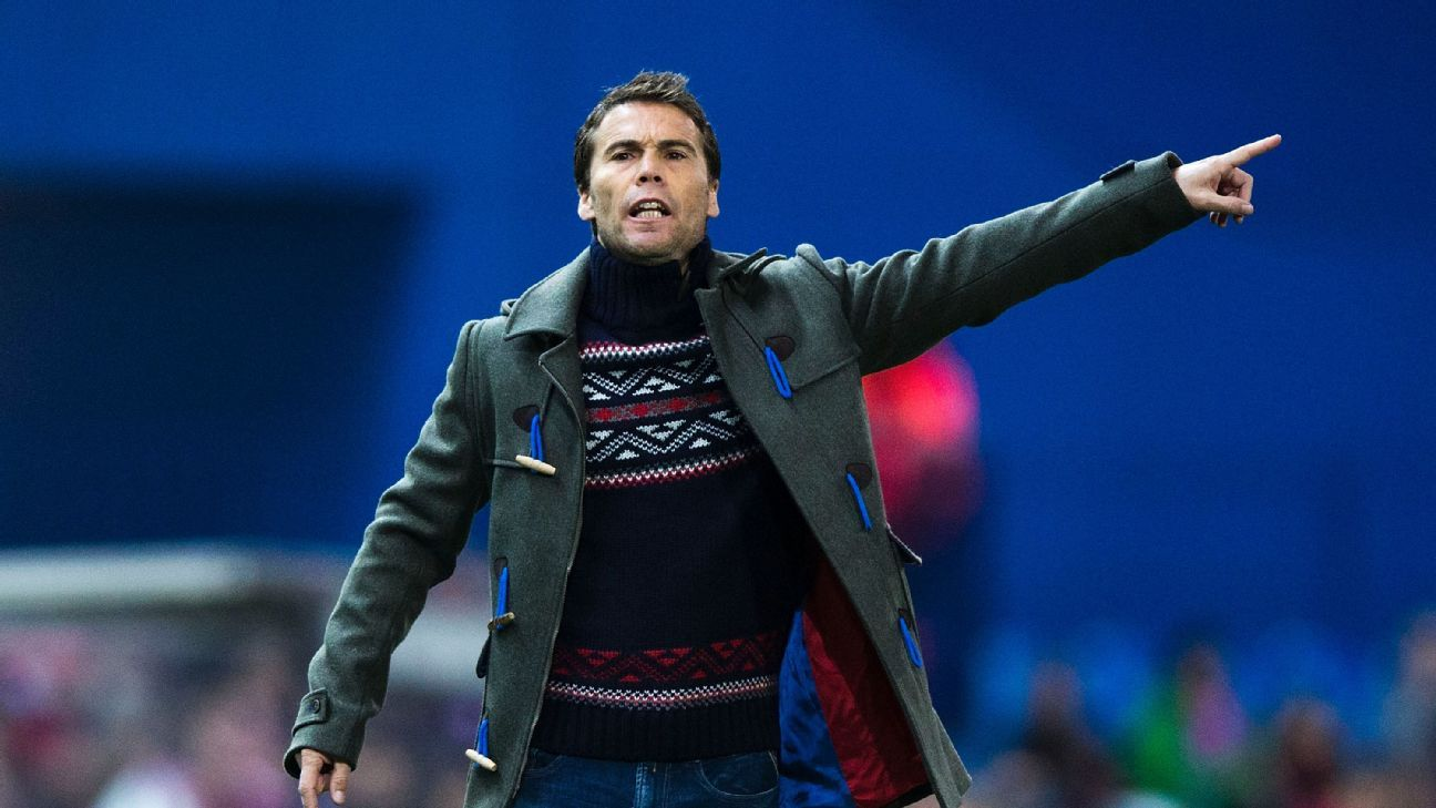Joan Francesc Ferrer on the touchline during his time in charge of Levante.