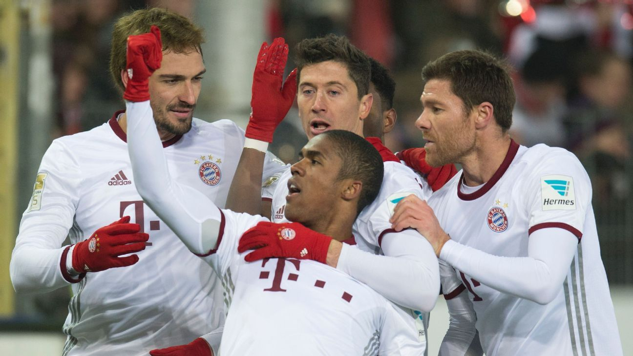 Bayern Munich players celebrate after Robert Lewandowski scored a goal to even their match with Freiburg.
