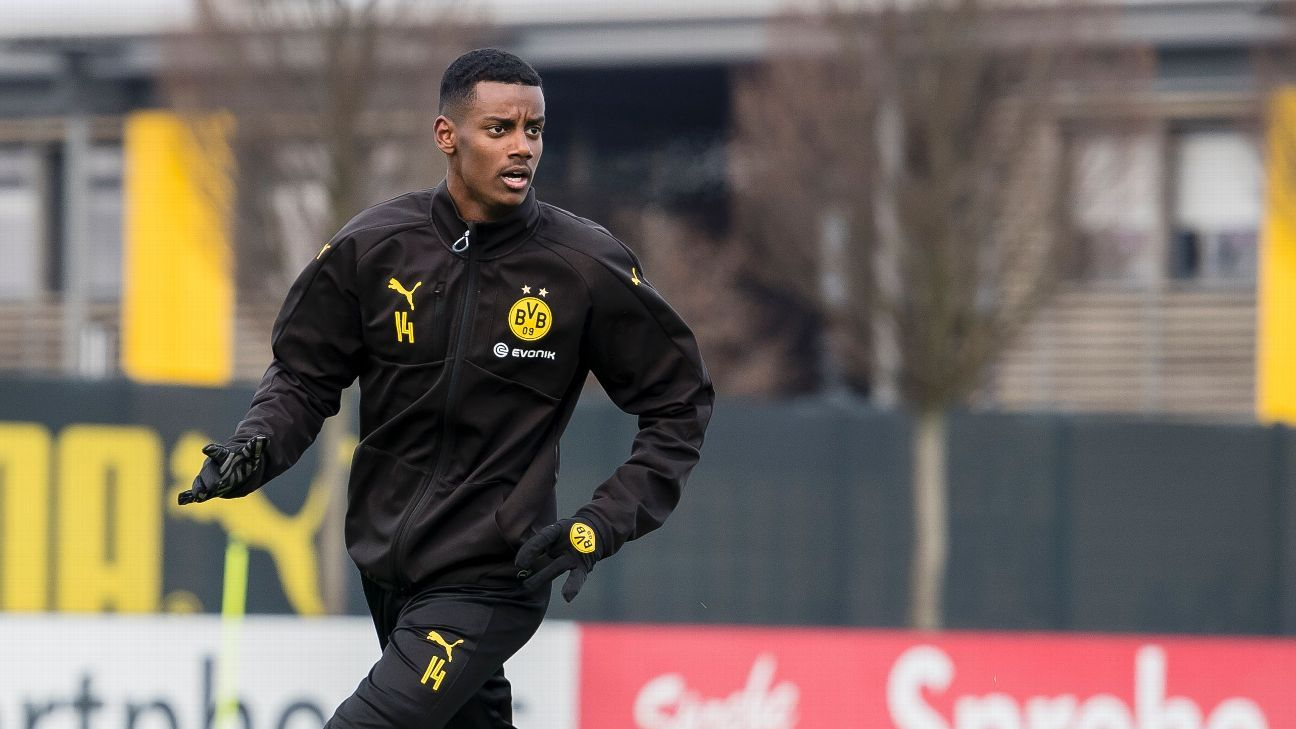 Alexander Isak participates in a training session for Borussia Dortmund shortly after signing for the club.