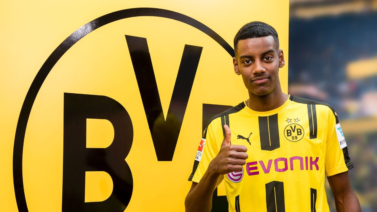 Alexander Isak pictured after signing for Borussia Dortmund.