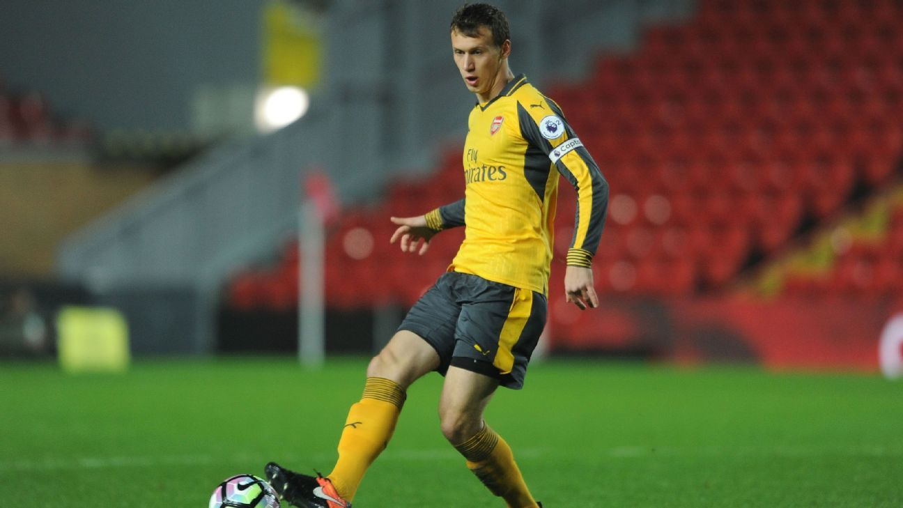 Bielik action Arsenal