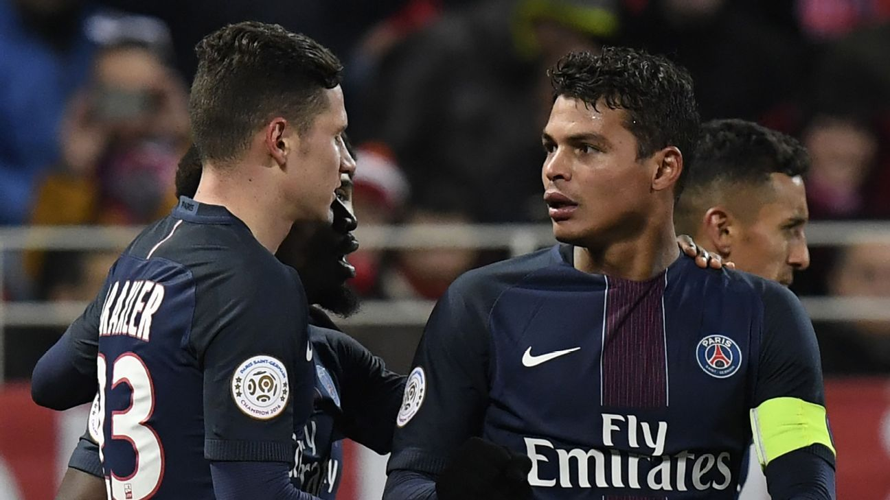 Paris Saint-Germain's Brazilian defender Thiago Silva (R) is congratulated by teammate Paris Saint-Germain's German forward Julian Draxler (L) after scoring during the French L1 football match between Dijon FCO and Paris Saint-Germain (PSG) on February 4,