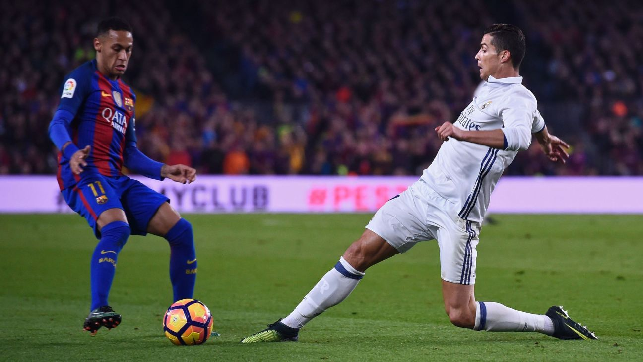Neymar Ronaldo vie for ball