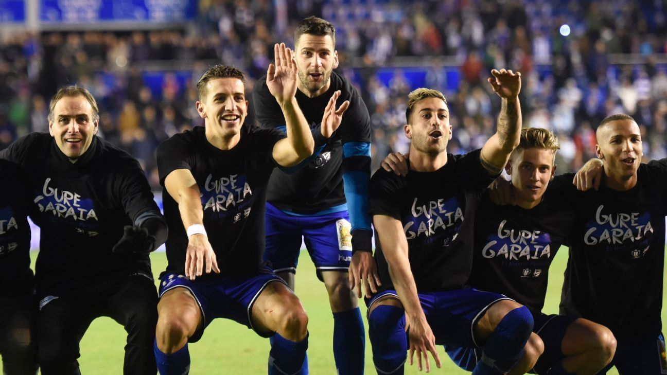 Alaves players celebrate after beating Celta Vigo to reach the Copa del Rey final.