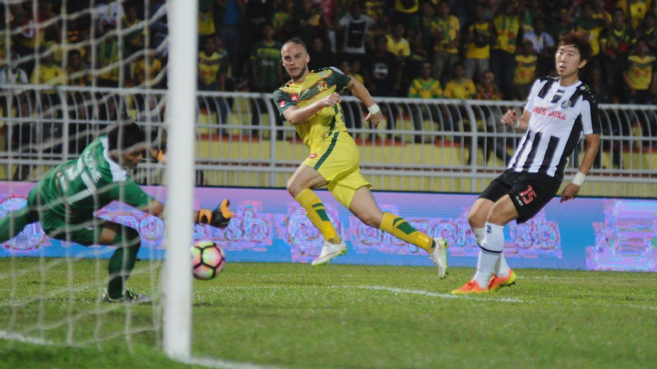 Ken Ilso scores for Kedah v Pahang