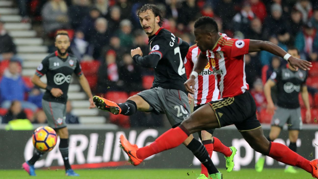 Manolo Gabbiadini scored twice as Southampton thwarted Sunderland.