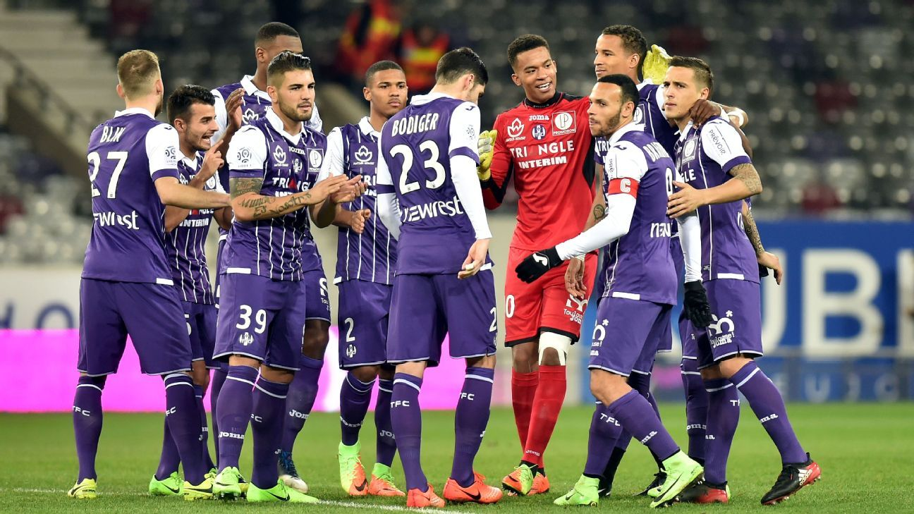 Toulouse players celebrate following the Ligue 1 victory against Bastia.