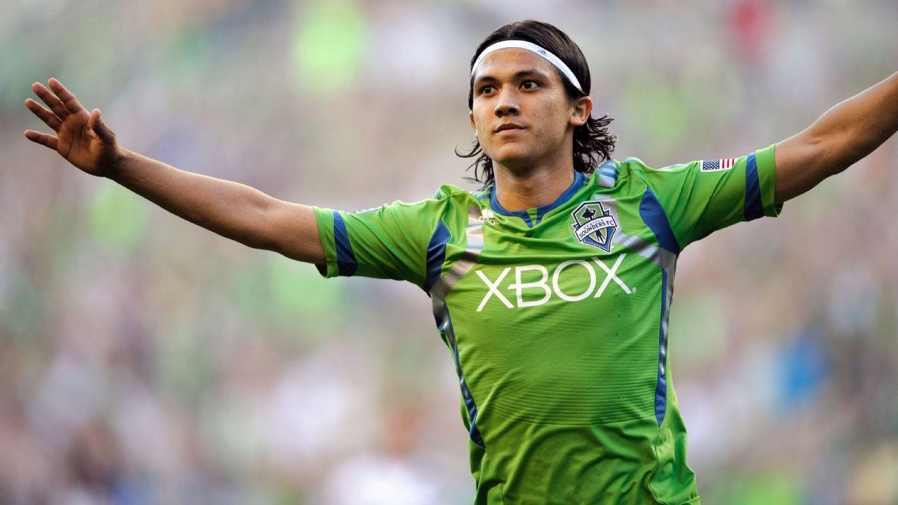 Fredy Montero signs with Vancouver on season-long loan from Tianjin Teda