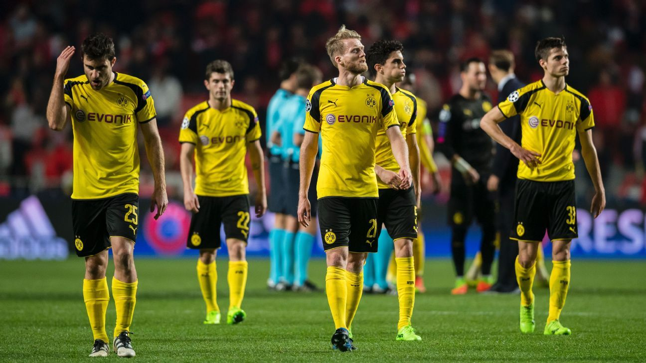 Sokratis Papastathopoulos, Christian Pulisic, Andre Schurrle, Marc Bartra and Julian Weigl of Borussia Dortmund after the final whistle.