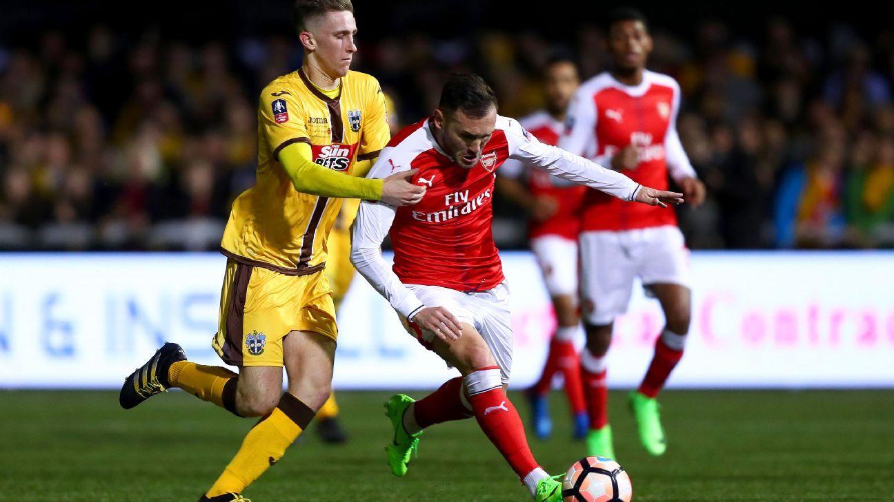 Arsene Wenger 'not transmitting that he will leave Arsenal' - Lucas Perez