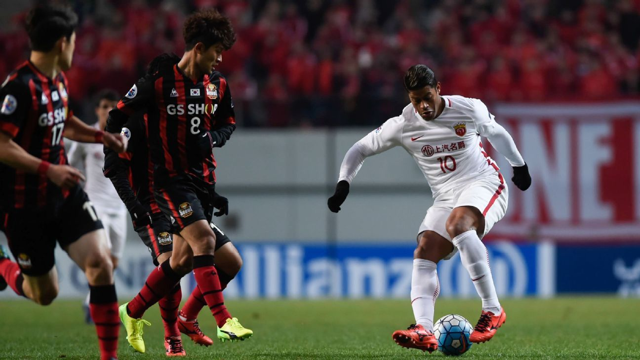 Shanghai SIPG's Hulk scores against FC Seoul