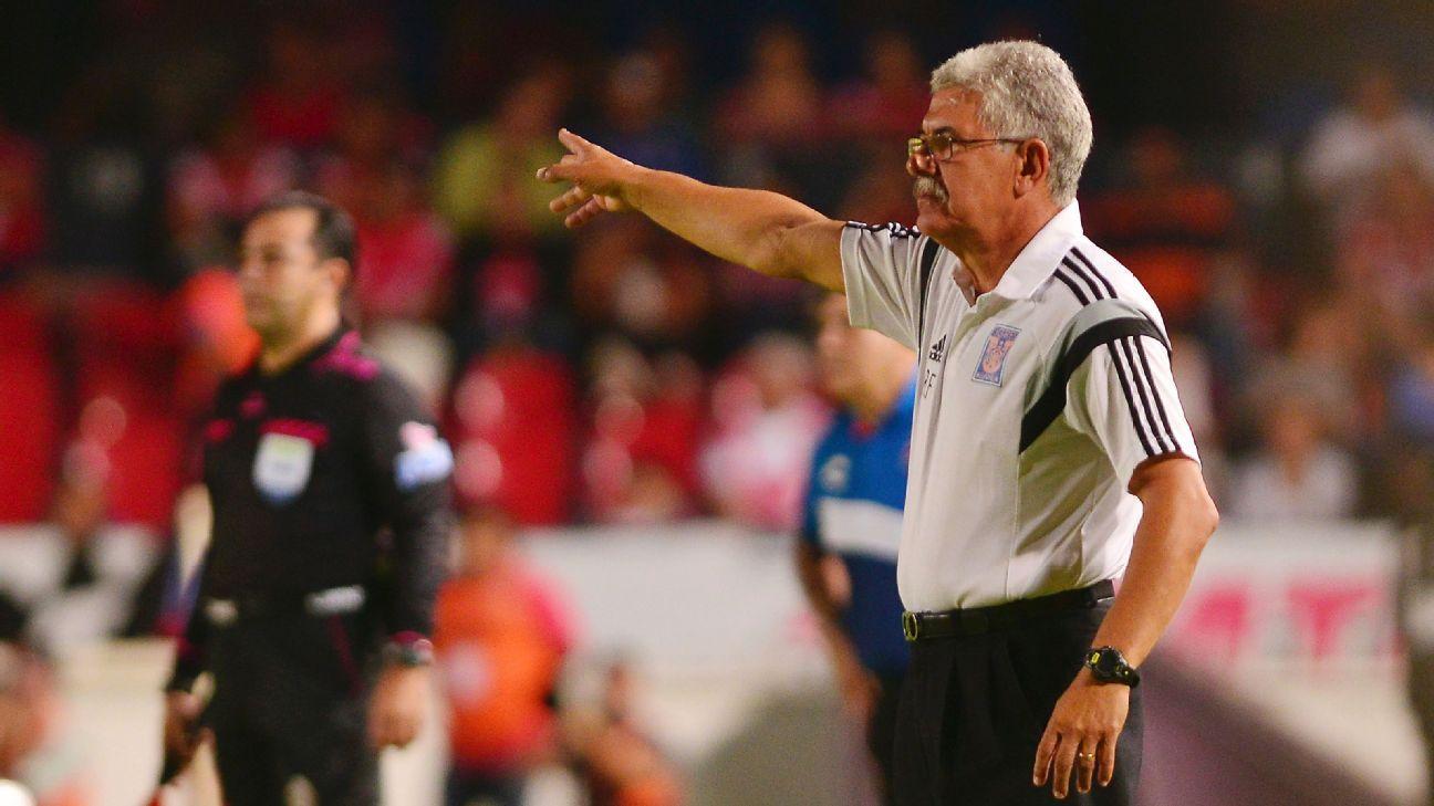Ferretti gestures vs Veracruz