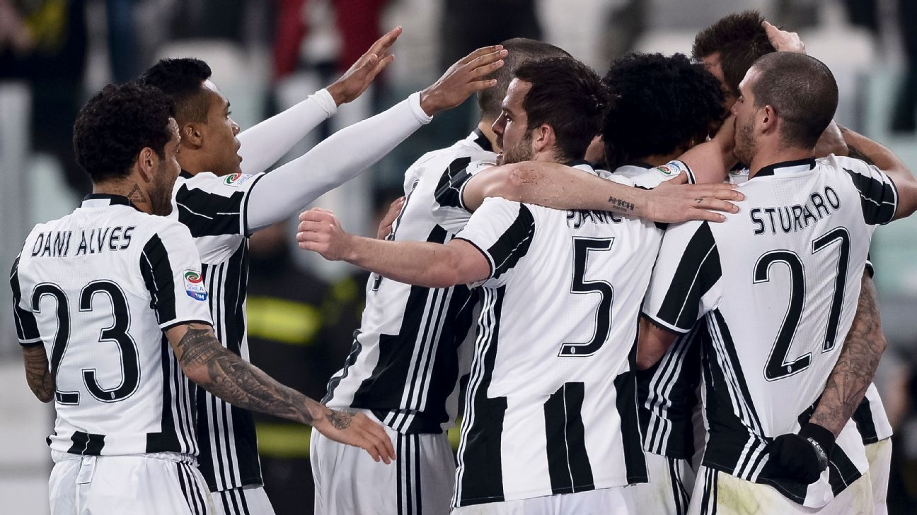 Juventus players celebrate during their Coppa Italia match on Tuesday.