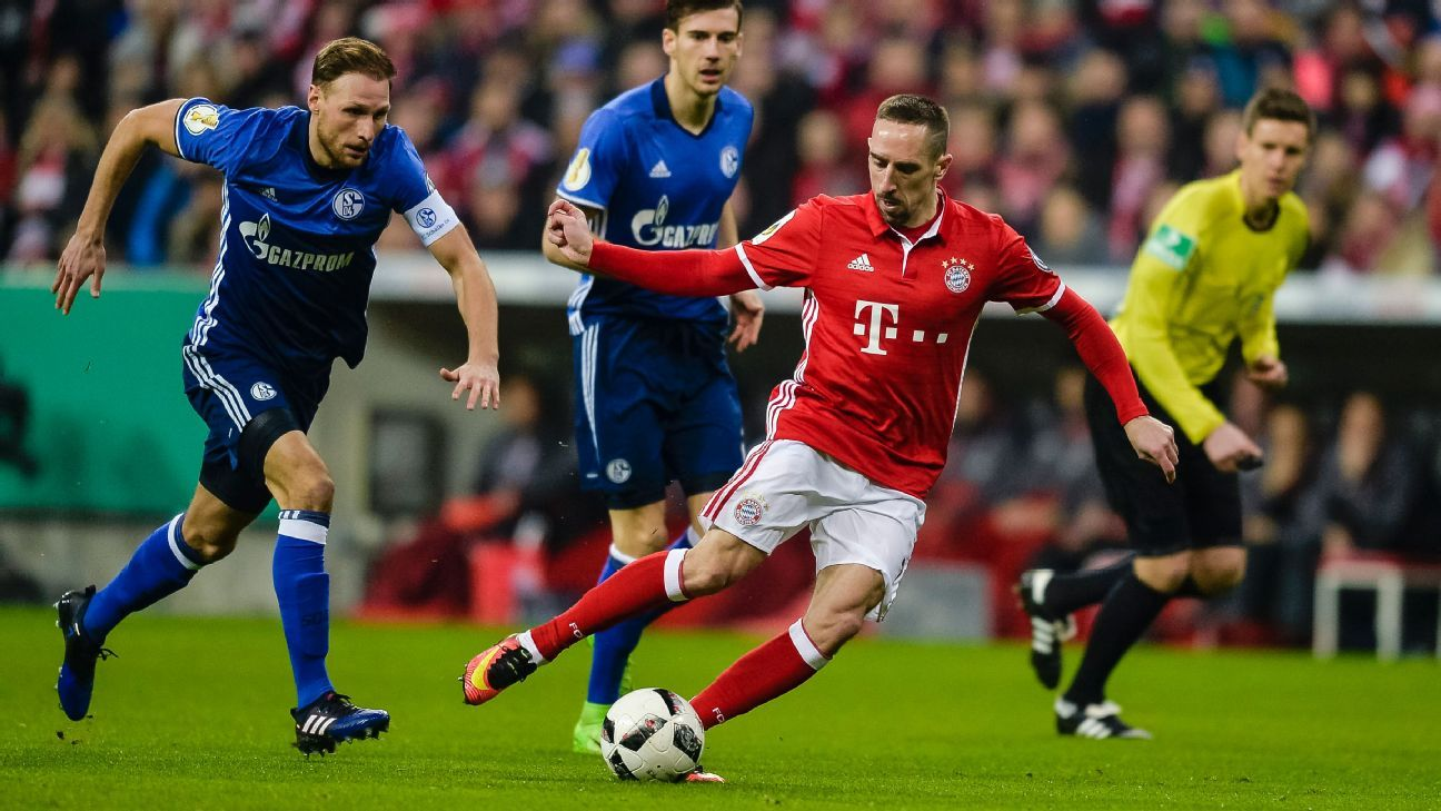 Ribery action vs Schalke 170301