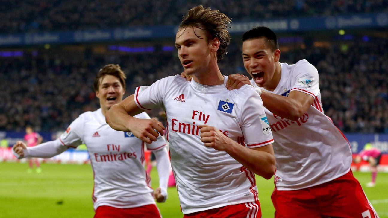 Albin Ekdal of Hamburg celebrates