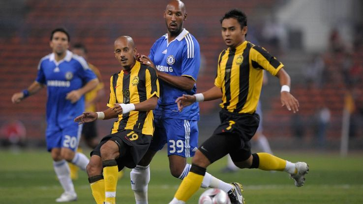 Anelka in action in Malaysia v Chelsea 2008 friendly