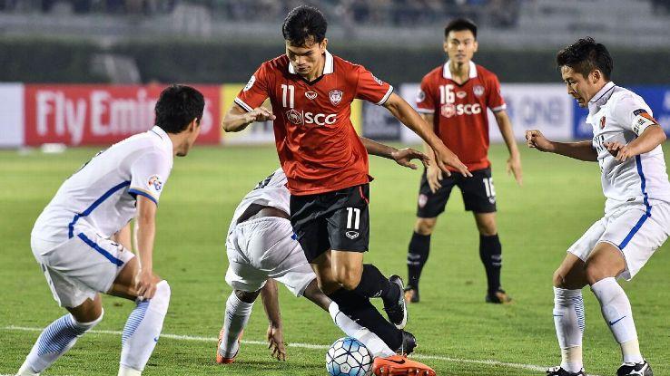 Muangthong striker Adisak Kraisorn