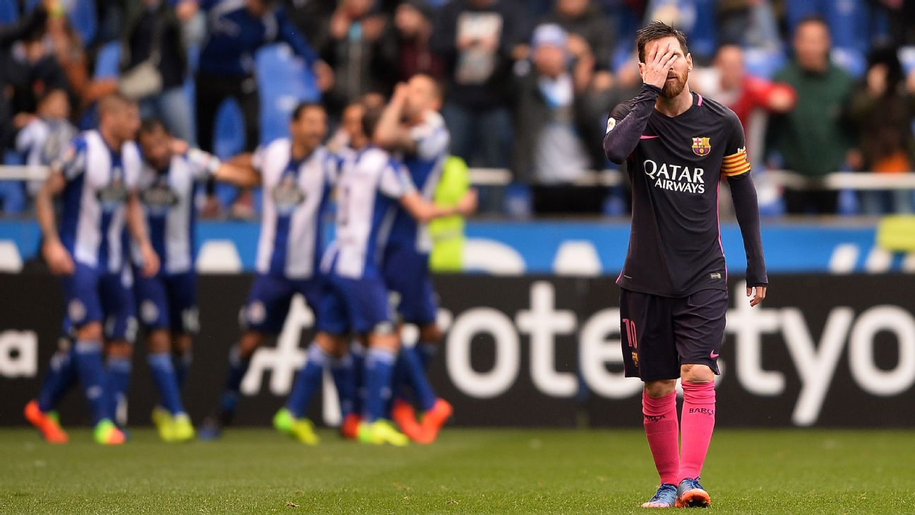 Lionel Messi shows his frustration during Barcelona's loss at Deportivo La Coruna.
