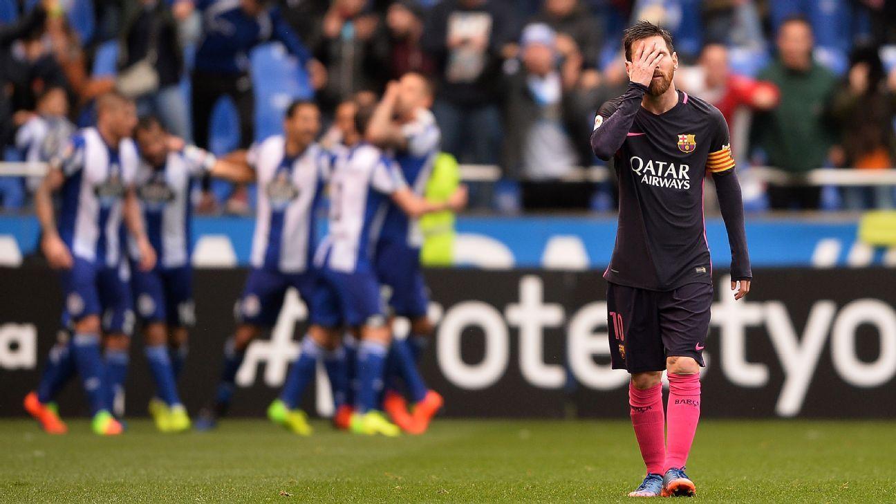 Lionel Messi shows his frustration during Barcelona's loss at Deportivo La Coruna.