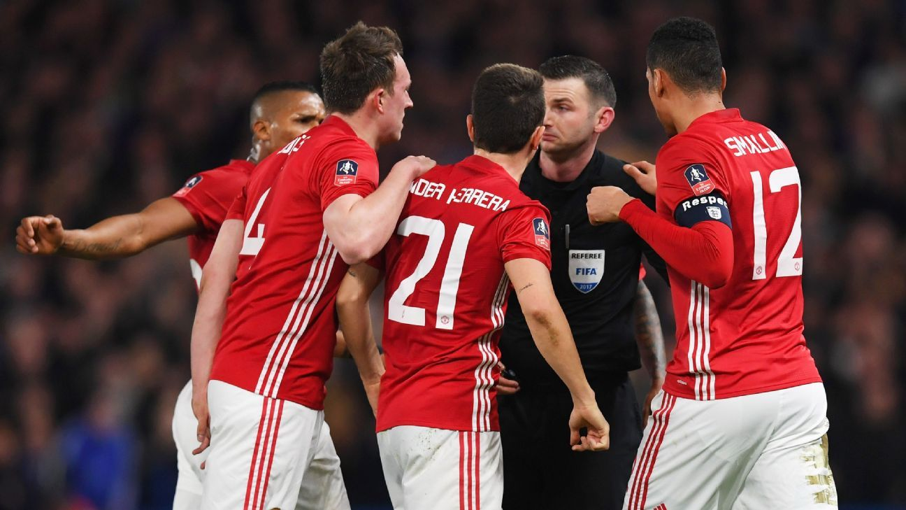 Man United protest Ander Herrera's second yellow card.