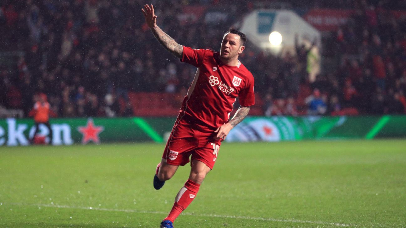 Lee Tomlin celebrates after scoring a goal for Bristol City against Huddersfield Town.