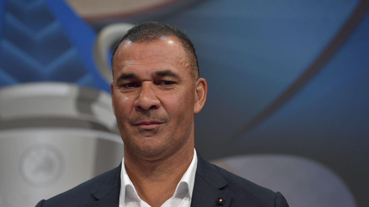 Ruud Gullit at the Champions League round of 16 draw in December 2016.