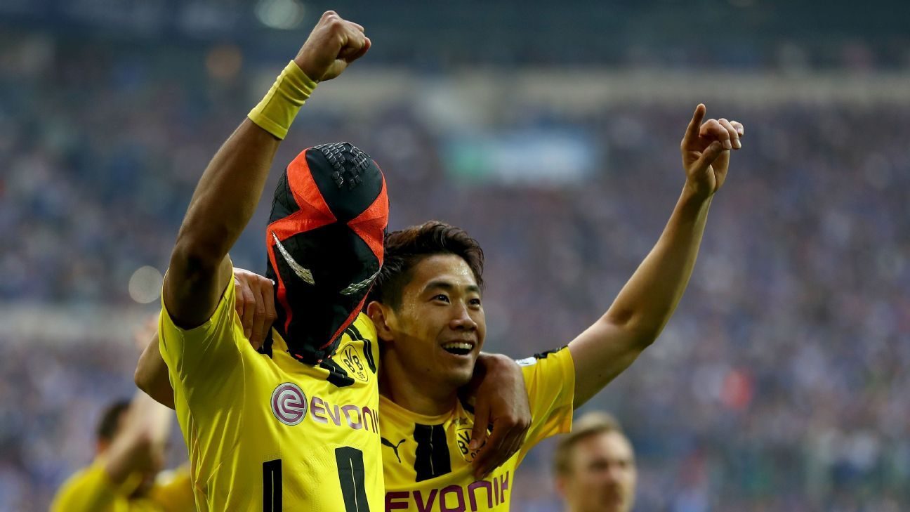 Pierre-Emerick Aubameyang celebrates his goal.