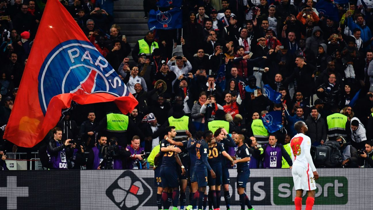 Paris Saint-Germain's players celebrate