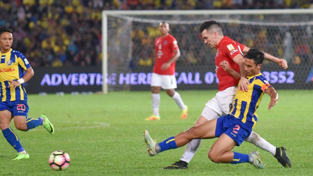 Pahang captain Matt Davies v JDT