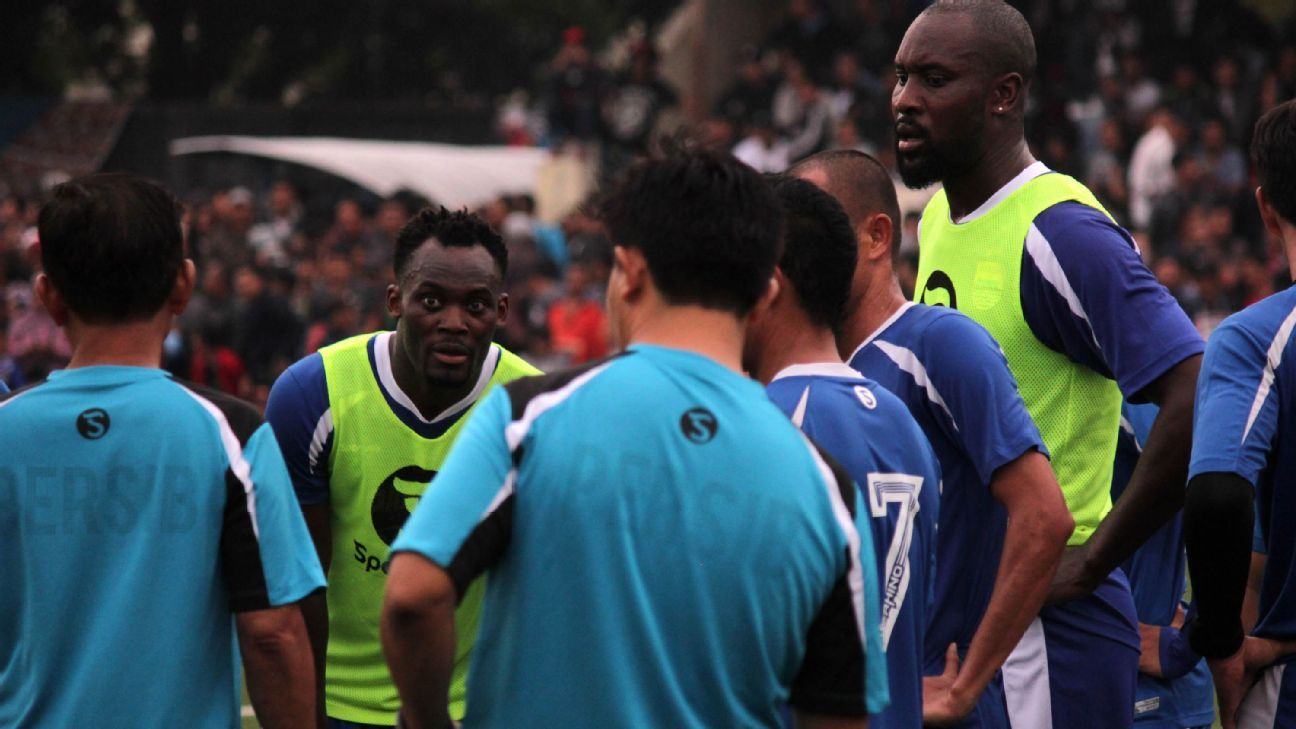 Michael Essien and Carlton Cole at Persib in Indonesia