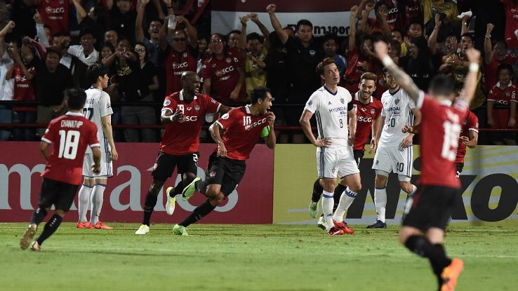 Teerasil Dangda scores in ACL for Muang Thong
