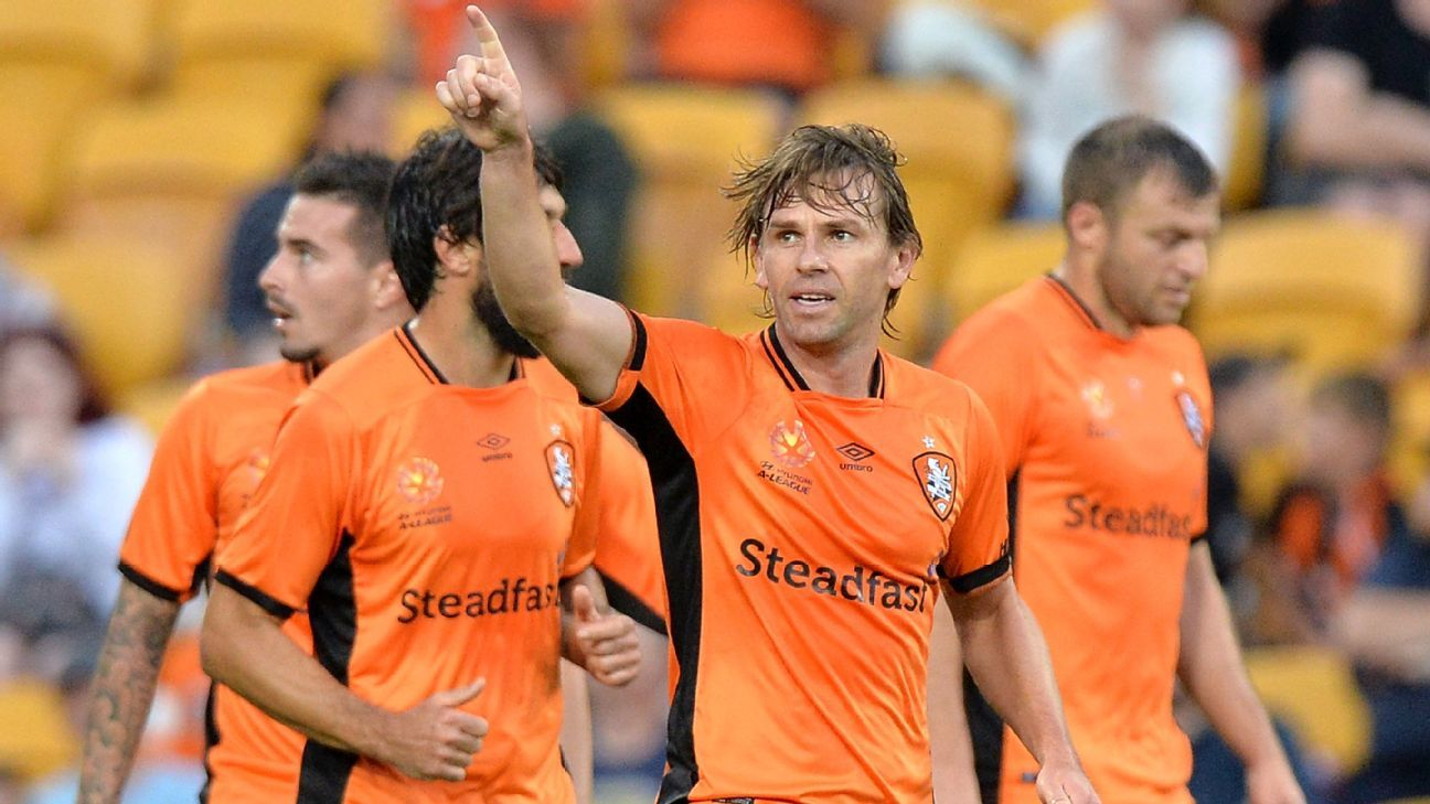 Brisbane Roar celebrate one of Brett Holman's goal.