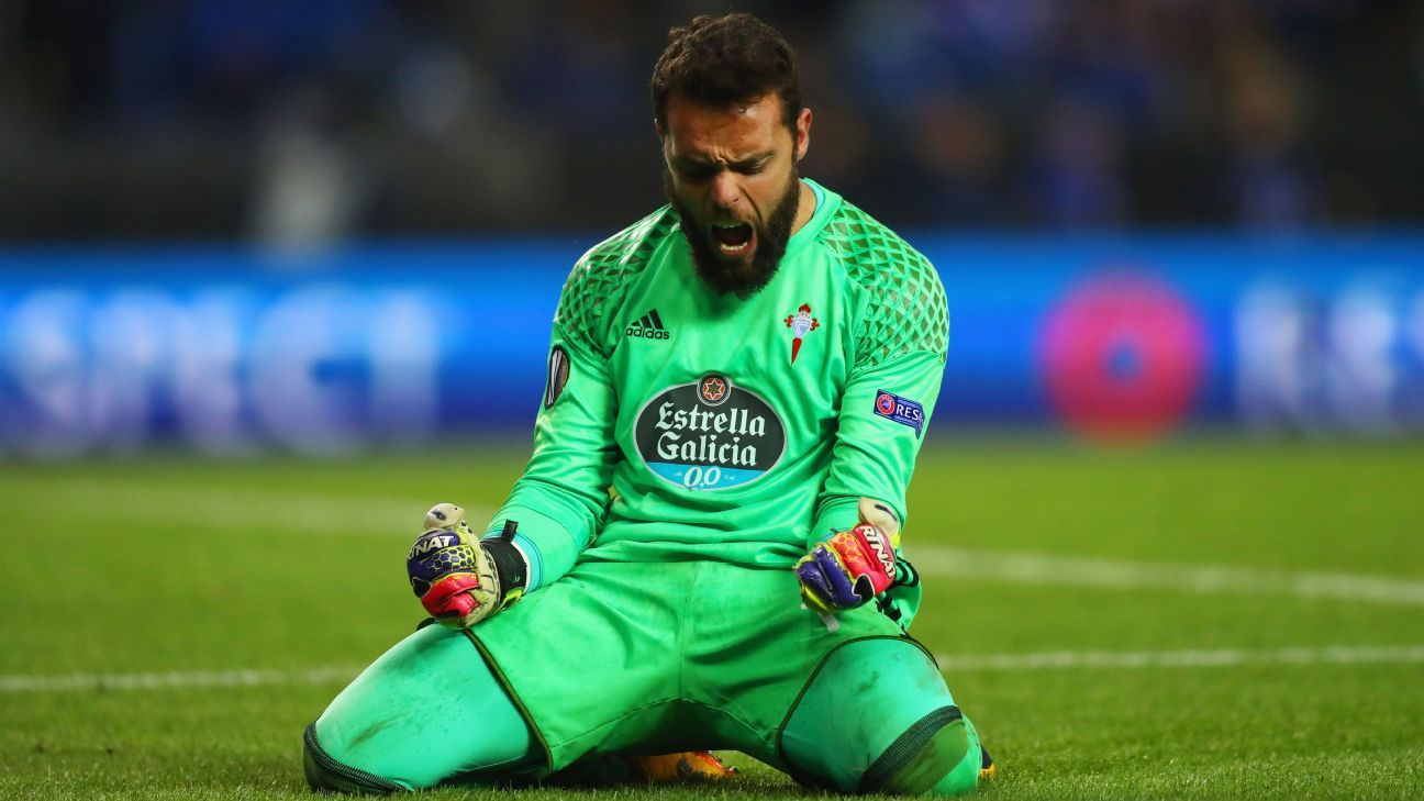 Celta goalkeeper Sergio Álvarez celebrates Thursday's victory over Genk.