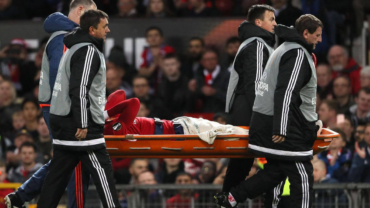 Rojo stretchered off vs Anderlecht 170420