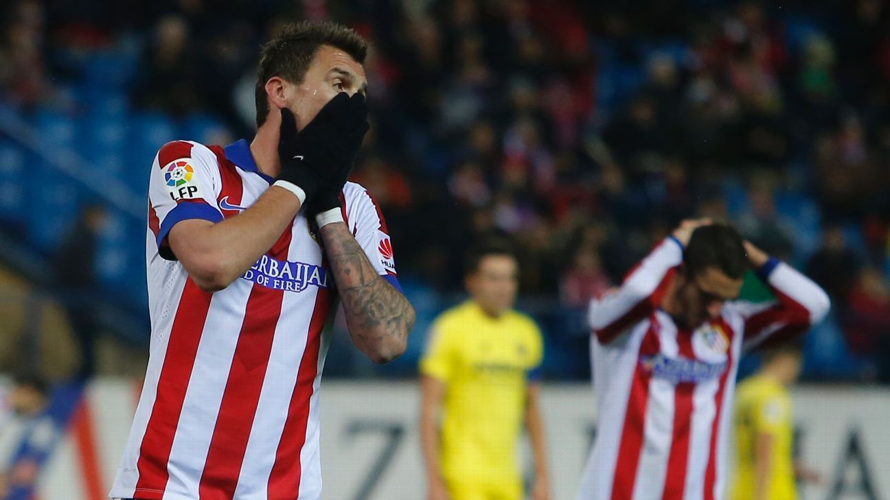 Atletico's Mario Mandzukic, left, reacts after missing a chance in his team's 1-0 loss to Villarreal.