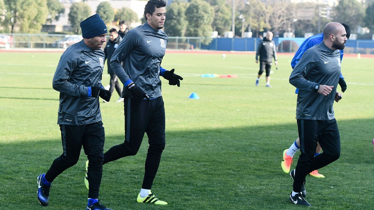Carlos Tevez training with Shanghai Shenhua