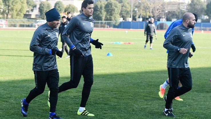 Carlos Tevez training with Shanghai Shenhua