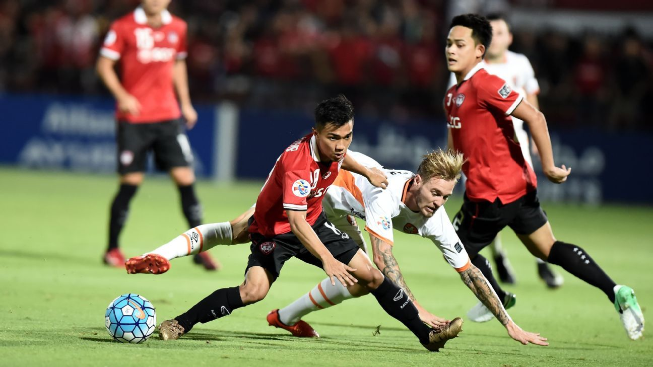 Chanathip of Muang Thong v Brisbane Roar in ACL