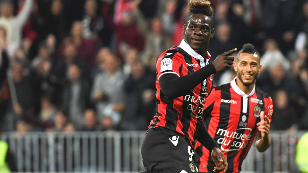 Mario Balotelli celebrates after scoring a goal for Nice in their Ligue 1 match against PSG.