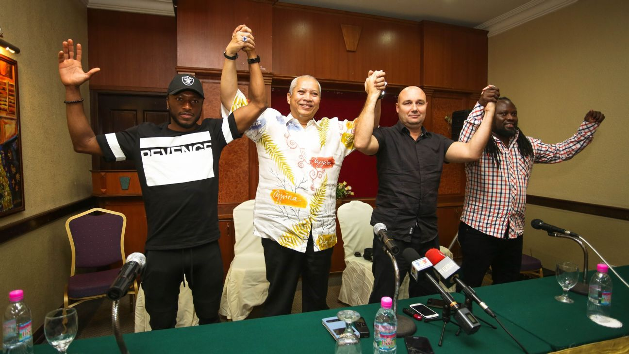 Kelantan boss Annuar Musa with Alfredo Carlos Machado and Sanna Nyassi