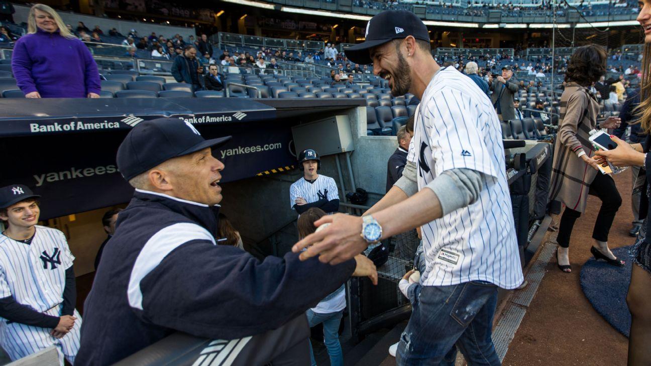 Villa shakes Yankee manager's hand