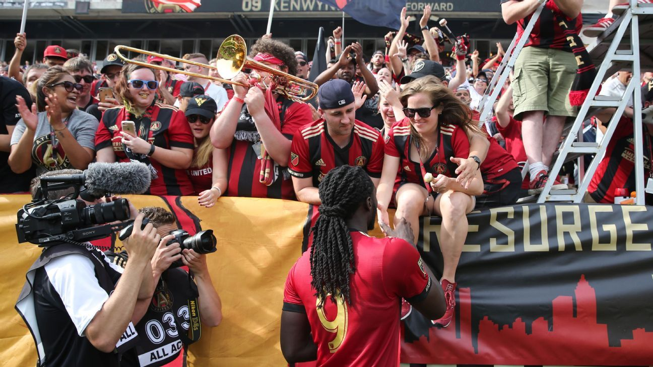 Sporting KC acquires Kenwyne Jones, Alexander Tambakis from Atlanta