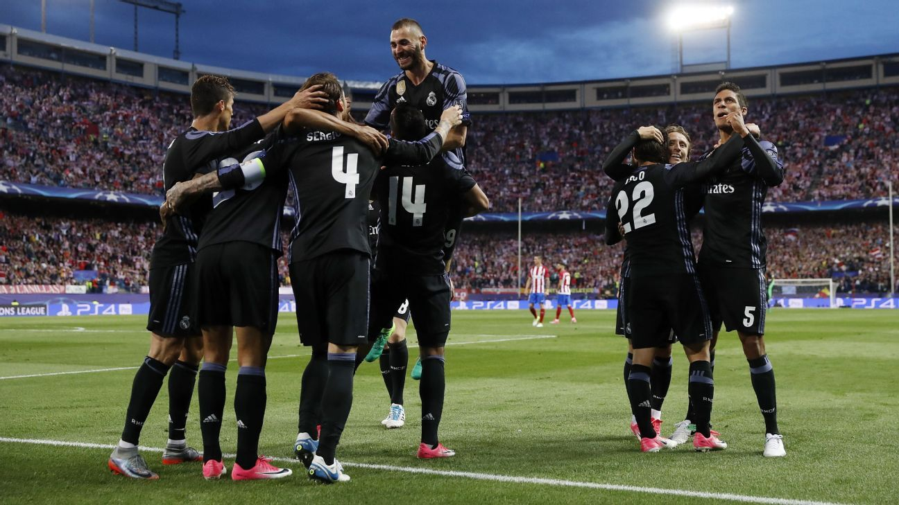 Real Madrid players celebrate after Isco scored a crucial away goal against Atletico Madrid.